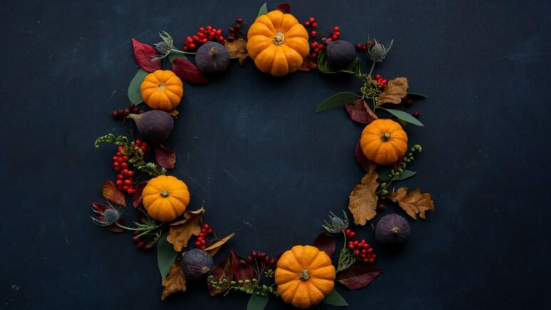 thanksgiving themed wreath with pumpkins and leaves